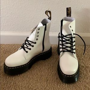 Dr. Martens Airway Jadon in White
